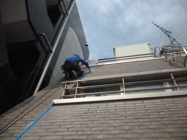 外壁傾斜面 シール補修 1