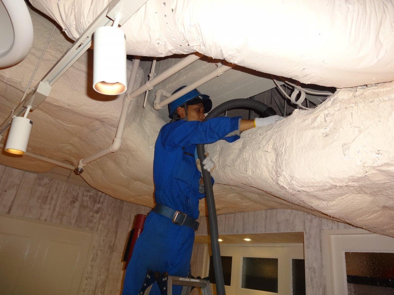 夜間作業3 店舗天井清掃