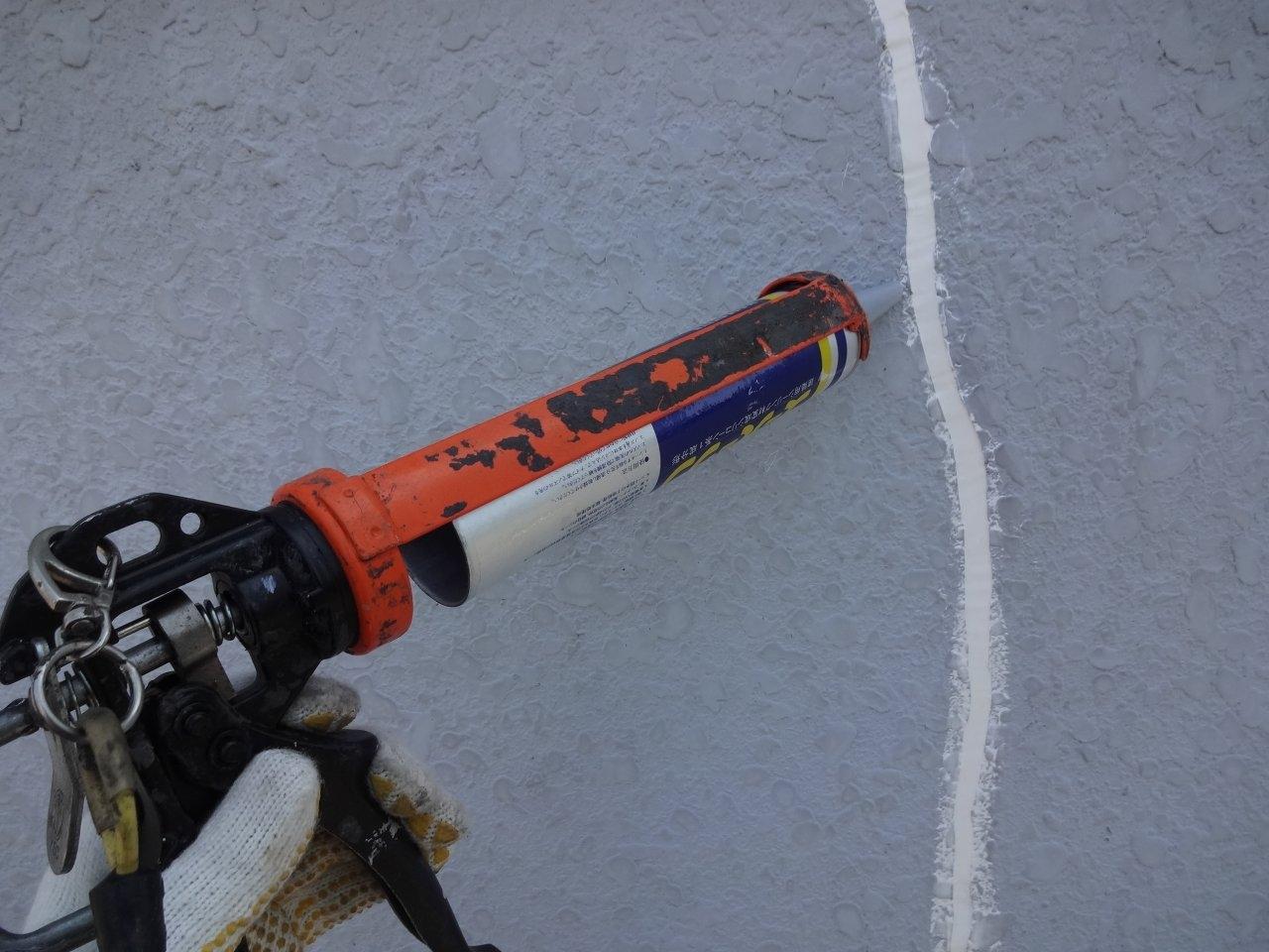 外壁クラック補修3 ウレタンシール充填