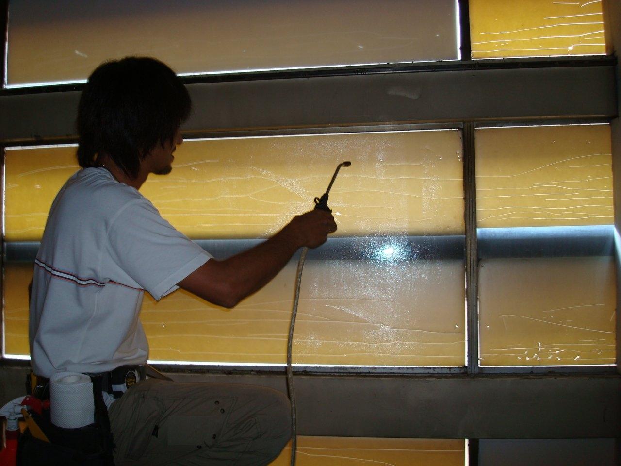 ガラス飛散防止フィルム貼り 2