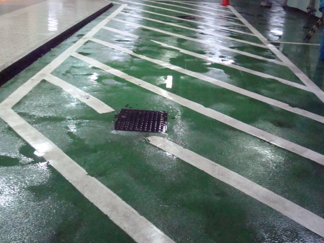 駐車場内床洗浄後 9