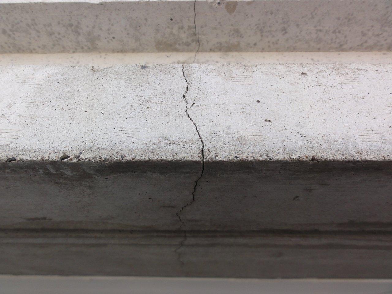 コンクリート補修2 クラック拡大